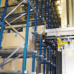 lagertechnik-automatischeregalanlagen-rbgimzugriffaufdieimakleingelagertenkartons